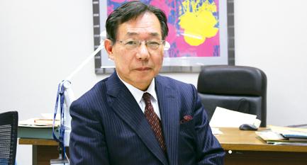 近畿大学 薬学部学部長 村岡 修 教授